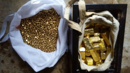 pic Gold bars, gold nuggets and diamonds